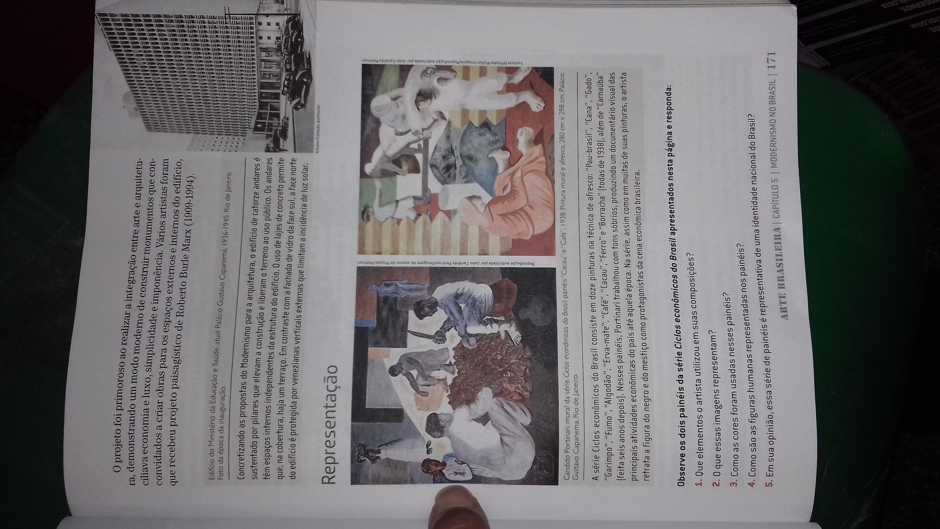 137e3ac4993 1) que elemento o artista utilizou na suas composiçãos  2)o que essas  imagens representa  3) como as cores foram usadas nesses painéis  4)como  são as ...