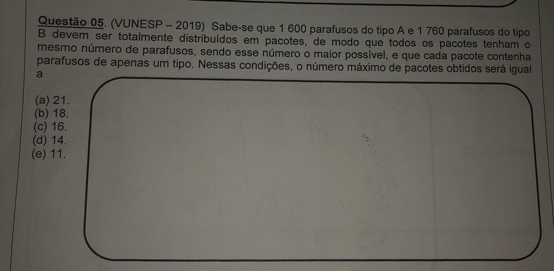 VUNES - 2019 ) Uma editora está organizando 180 apostilas de inglês e 150  de espanhol em caixas, - Brainly.com.br