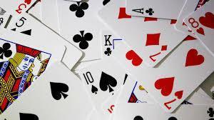 Uma carta foi retirada aleatoriamente de um baralho de 52 cartas qual a chance de ser um 7 de ouros